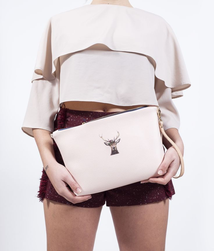 bolso-ecopiel-ciervo-corona-flores-bordada-short-granate-blusa-gasa-rosa-hecho-en-espana-pipolart-pipol-art