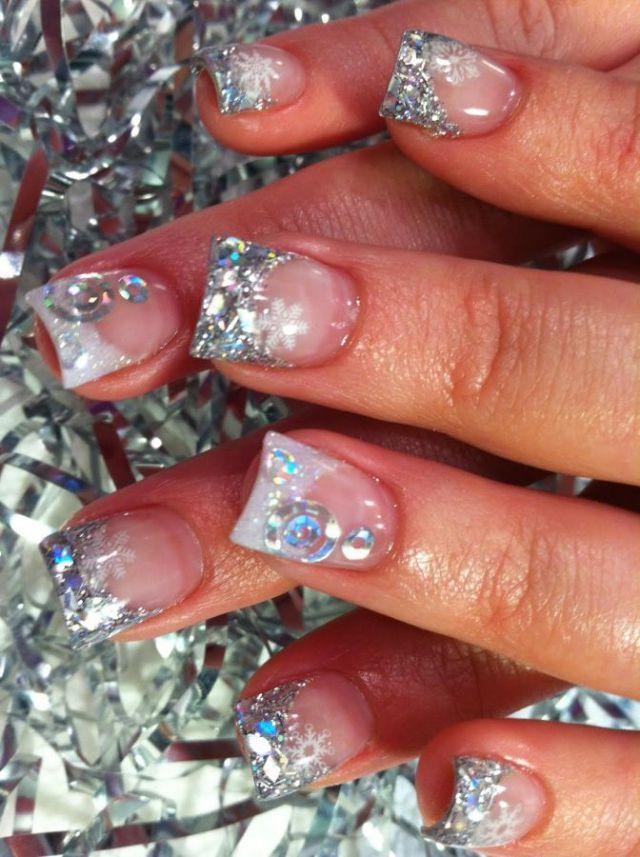 30 festive Christmas acrylic nail designs: Glitter nail designs using glitter nail polish or glitter dust