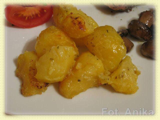 Pieczone ziemniaki     Przed pieczeniem:      Dziś  zamiast tłuczonych ziemniaków do mięsa przygotowałam pieczone  ziemniaki. Ziemniak...