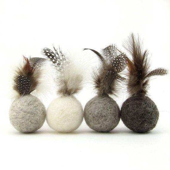 Feder Ball Katzenspielzeug aus Wolle in von AnnaCarolinaCreated