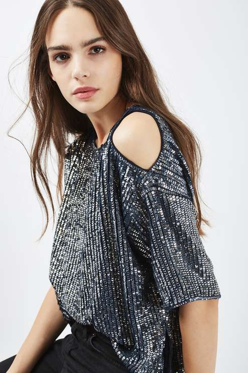 From its cold shoulder detail to the boxy fit, this double layered sequin top is a go-to option for a perfect party look. We love it styled with jeans for an effortless feel. #Topshop