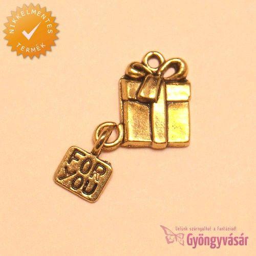 Aranyszínű ajándékdoboz, felirattal - nikkelmentes fém zsuzsu / fityegő • Gyöngyvásár.hu
