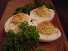 """Das perfekte Gefüllte Eier mit  """"Meerrettich""""-Rezept mit einfacher Schritt-für-Schritt-Anleitung: Die Eier hart kochen, abschrecken und abkühlen lassen…"""
