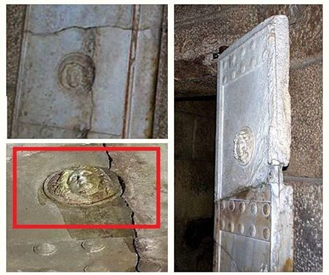 Amfipoli News: ΝΕΑ ΣΥΓΚΛΟΝΙΣΤΙΚΗ ΑΝΑΚΑΛΥΨΗ: ΒΡΕΘΗΚΕ το ΓΟΡΓΟΝΕΙΟ στον Τύμβο Καστά της Αμφίπολης - ΔΕΙΤΕ που ΑΠΕΙΚΟΝΙΖΕΤΑΙ μέσα στο μνημείο το σύμβολο της πανοπλίας του Μεγάλου Αλεξάνδρου...[ΦΩΤΟ]