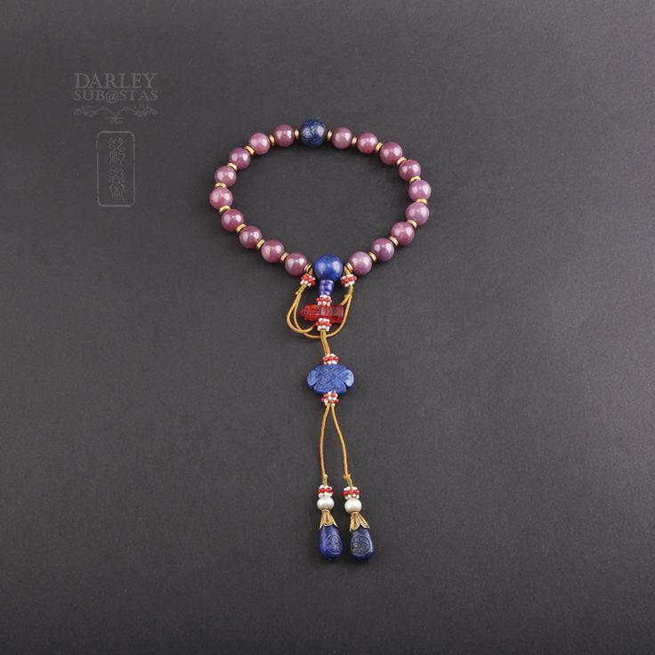 Subasta de pulsera de la Dinastía Qing con rubíes, lapislázulis, perlas y corales. Lote 28002260.  http://www.subastasdarley.com/es/subasta-pulsera-dinastia-qing-rubi-lapislazuli-perlas-coral-5978