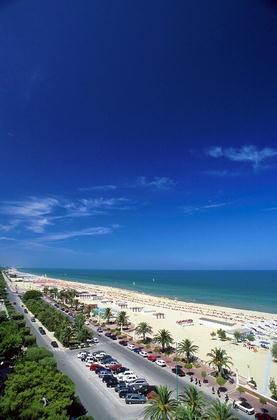 Любимые итальянскими и зарубежными туристами песчаные пляжи Джулианова, отлично оборудованы.