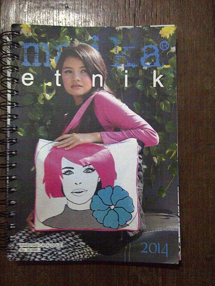 Maika Etnik | Harga Grosiran Maika Etnik 2014 sangat di nanti-nanti dengan gebrakan terbarunya untuk memeriahkan pasar fashion produk etnik meliputi Tas Maika Etnik, Dompet Maika, Travel Bag Maika dll.