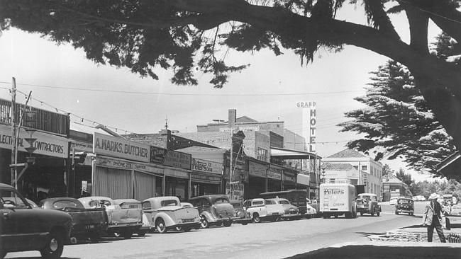 1954: Bay St, Frankston. Picture: Herald Sun Image Library/ARGUS