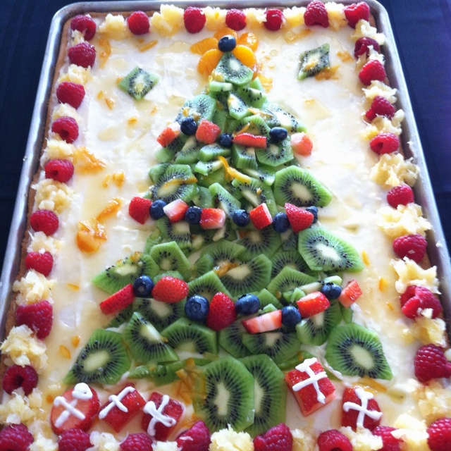 Fruit pizza that I WILL be making for several Christmas parties =)