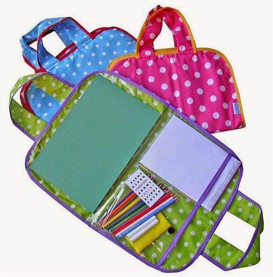 Un bolso de dibujo para pintar en cualquier lugar; un pizarrón que se enrolla y puede transportarse súper fácil