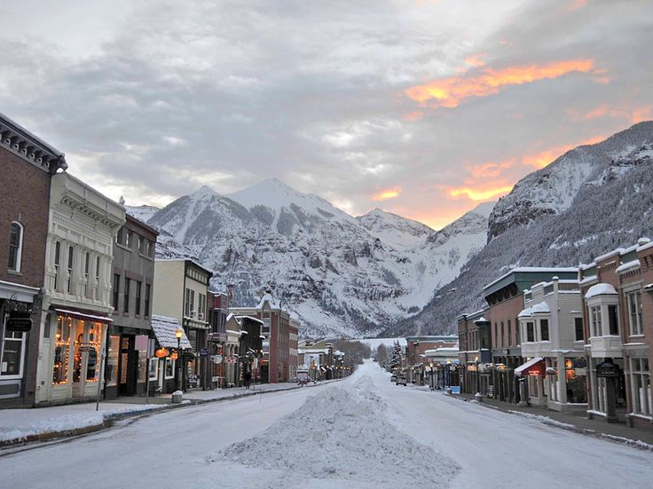 Snow bunnies seeking adventure mixed with relaxation and luxury will be far from disappointed in this picturesque former Colorado mining town now known for its first-rate alpine skiing. In the summer, be sure to take in the renowned Bluegrass Festival,