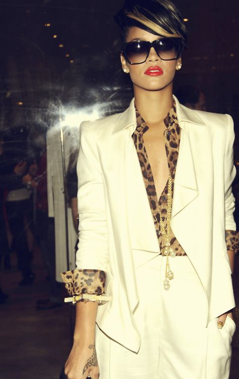 .: Like A Boss, White Blazers, Outfit, White Pants, Red Lips, White Suits, Leopards Prints, Animal Prints, Black Girls