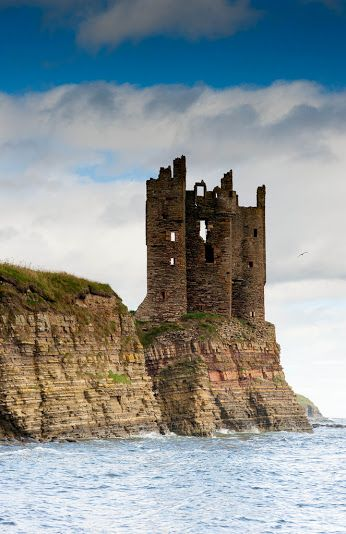 Keiss Castle, Caithness, Scotland. is perhaps one of the best-known and most visible castles in Caithness lying some 10 miles south of John O'Groats.  It occupies one of the most dramatic locations at the top of sheer cliffs overlooking the sea at the Northern end of Sinclair's Bay.  Photo: plus.google.com/explore/Scotland