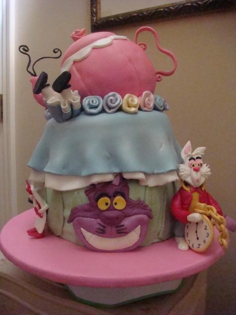 unbirthday: Wonderland Unbirthday, Alice In Wonderland, Cakes Flavored, Birthday Idea, 5Th Birthday, Yellow Cakes, Cakes Idea, Unbirthday Cakes, Birthday Party