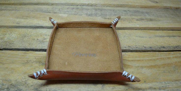 Подставка для мелочей из натуральной кожи.  Возможные размеры: 10х10 см, 15х15 см, 20х20 см. Свяжитесь с нами: vk.com/id1237202 Viber, WhatsApp +7 (915) 567-75-84 тел.: +7 (4722) 770-780 http://www.perren.ru/#!accessories/ce37