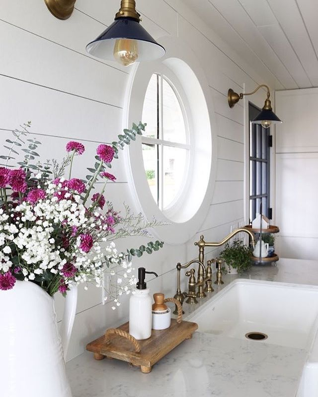 Credit : ✨Lovely kitchen @theinspiredroom . . . #home #house #homedecor #interiordesign #interior #white #wood#design #designer #country#decoration#homesweethome#architecture#inspiration#homedesign #interiors #traditional#luxury #styling#lighting#myhome #vintage #beautiful #cottage #kitchen #backsplash #cabinet #sink#window#lovely
