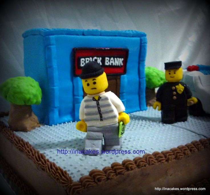 Lego Police In a Cake