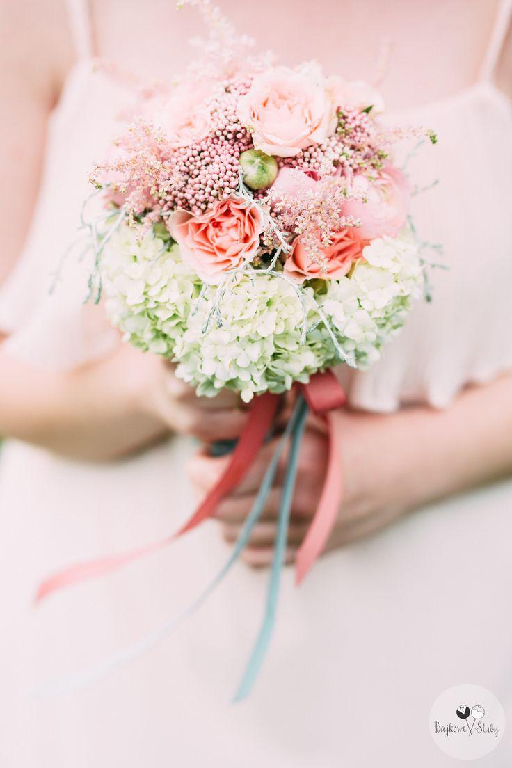 wedding session / session romance / love / romantyczny bukiecik na sesje / fot. Bajkowe Śluby