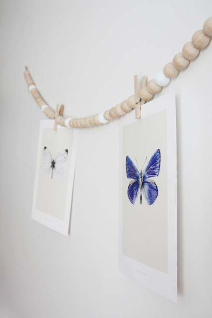 DIY: Wooden beads + clothespins + cards