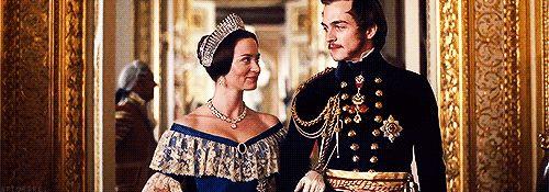 gifs do filme a jovem rainha vitoria - Pesquisa Google
