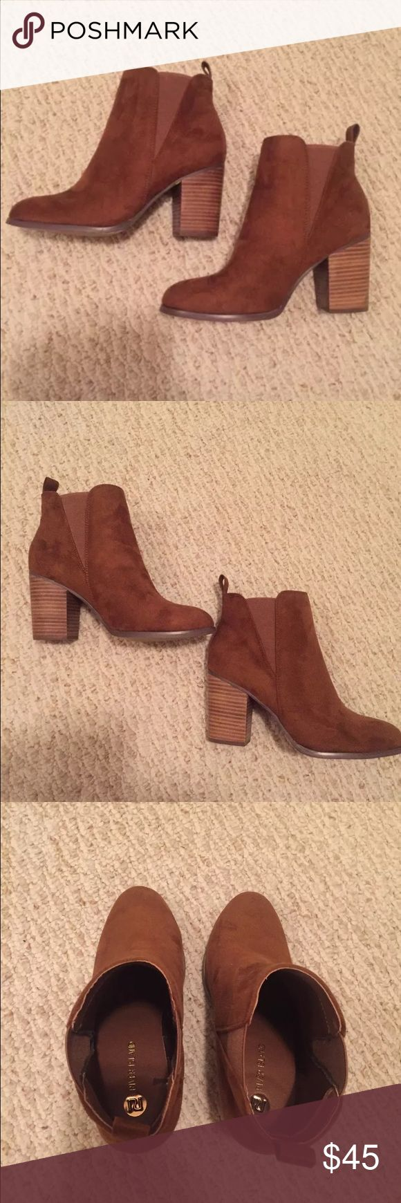 River Island suede ankle booties 9 Nearly new River Island suede ankle booties size 9. Worn one time. Tan River Island Shoes Ankle Boots & Booties