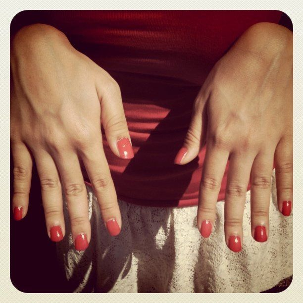 make sure your salon isn't scamming you! gel nails vs acrylic nails