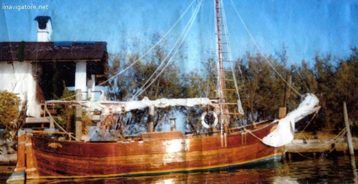 Vendo barca #d'epoca del 1913, #ristrutturata in #epossidica, #motore #Ruggenini #nuovo, 20 #cavalli, #lunghezza m.7, #fiocco e #randa, vari #abbellimenti ... #annunci #nautica #barche #ilnavigatore