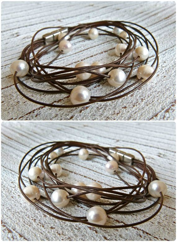 Bracelet leather with freshwater pearls to wrap by Charmecharmant