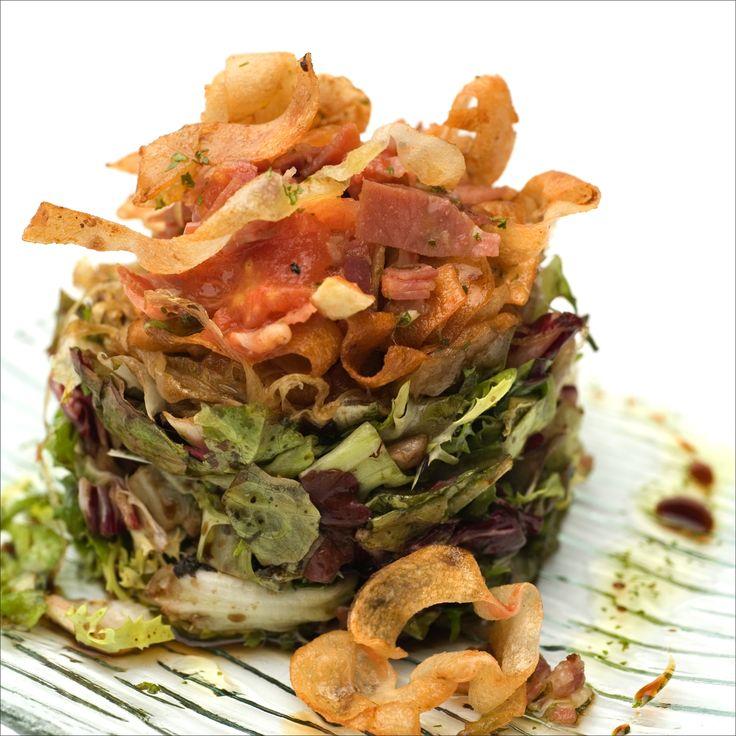 Ensalada templada de calamar con vinagreta de ibericos. #ensalada #restaurante #casatrabanco