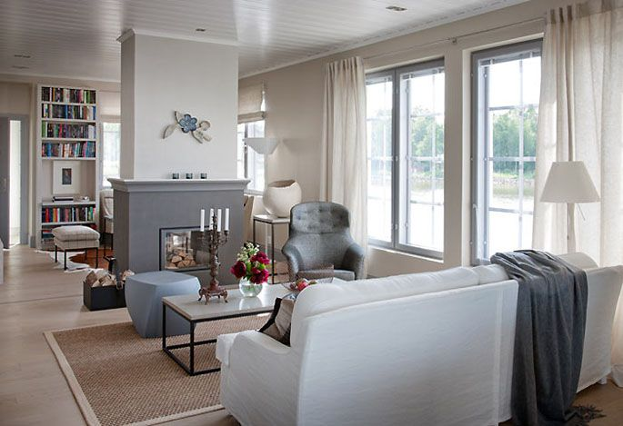 KANNUSTALO - MESSUTALOT 2011 - Aarre - Sisustus  seinän väri on sama ja lattiakin tulevaisuuden lattiatoiveen värinen, myös ulkoikkunapuitteet on harmaat Sisätilojen seinissä on käytetty Harmony sisustusmaalia, sävyt Y484 (portaikko ja yläkerran aula) ja H487 (makuuhuoneissa) sekä Remontti-Ässä maalia sävy X484 (eteinen, keittiö, ruokailutila, olohuone, tv-tila,