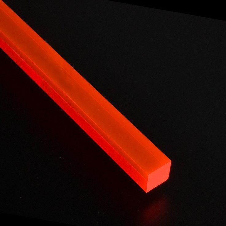 BARRA CUADRADA METACRILATO TRANSPARENTE - Barras de metacrilato en tres colores fluorescentes, sección cuadrada y para todo tipo de aplicaciones espectaculares: ¡Comprueba cómo reacciona con la luz!