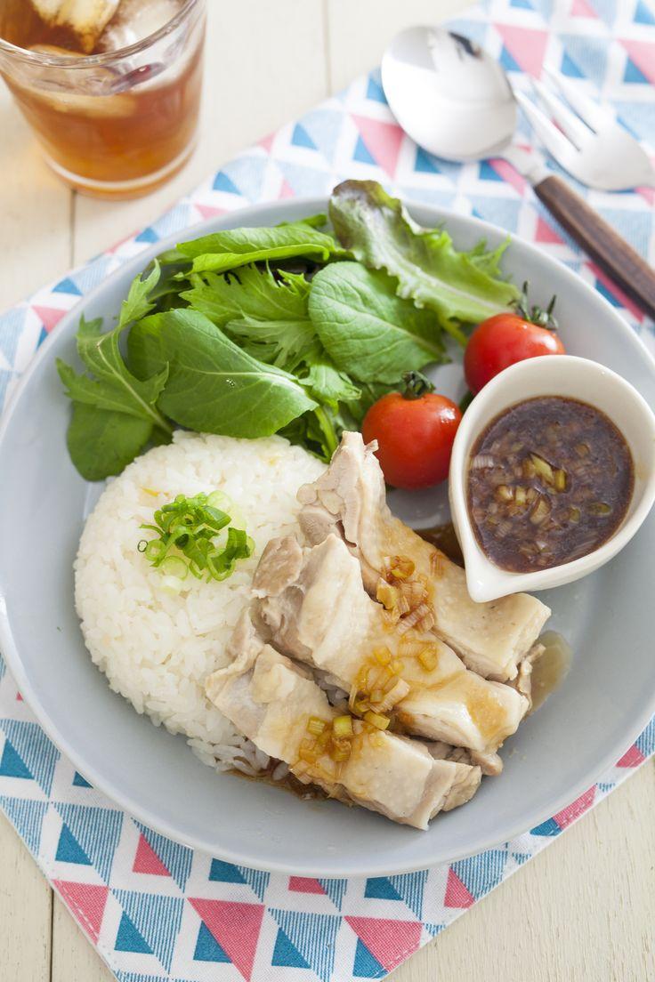 炊飯器deカオマンガイ〜やみつきダレ添え〜 by 若子みな美 / 炊飯器で作るカオマンガイ(シンガポールチキンライス)。ごはんの味はやや薄めにして、タレをかけて食べるのがおすすめです。 / Nadia