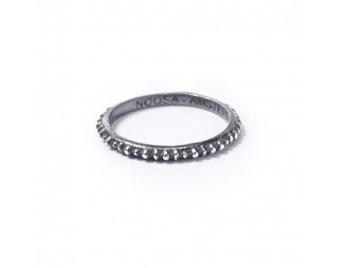 masaï ring – geoxideerd zilver - Petite rings - NOOSA-Amsterdam Petite Collection