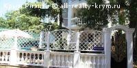 #Алушта #Продажа: Продажа виллы у моря в Алуште  родается вилла у моря в профессорском уголке, Алушта.Вилла расположена в 150 метрах от моря, на набережной Алушты. Трехэтажный дом с изолированной территорией 4 сотки, общая площадь 332 кв.м.На первом этаже дома две спальни с отд. входами, в каждой свой с/у и  балкон.На втором этаже находятся отдельная спальня, каминный зал и кухня, ванная комната, два балкона.На третьем этаже находится пентхаус- большая комната с лоджией и с/у. С тыловой…