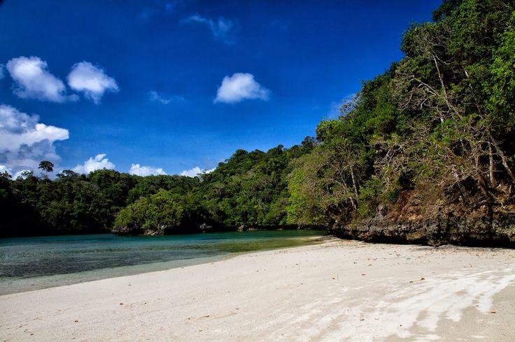 Pantai Pasir Putih, Malang, Indonesia
