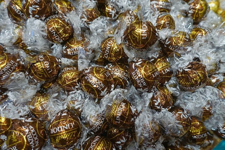 How to Check Whether the Chocolate Supplier Is Selling You Good Quality Chocolates? http://ow.ly/zwRA30fB2ae #ChocolateShop #LindtChocolate