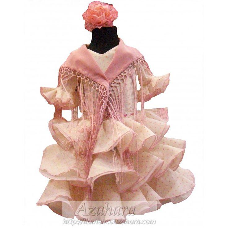Oferta #trajedeflamenca para #niña en tonos blancos con lunares en rosa. Destaca por el volumen de sus volantes y tonalidades neutras.