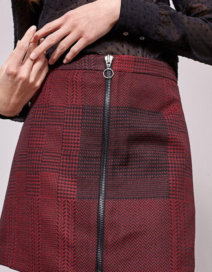 Żakardowa spódnica z suwakiem