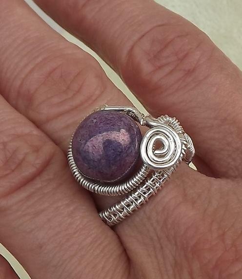 10mm Pressed bead with silver plated wire/10mm-es préselt gyöngy ezüstözött dróttal.