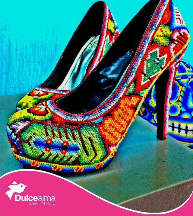 México inspira, por ejemplo el diseñador Christian Louboutin diseñó zapatillas usando la ornamentación huichol con cuentas de chaquira para una colección. #DulceTradición #DulceAlma