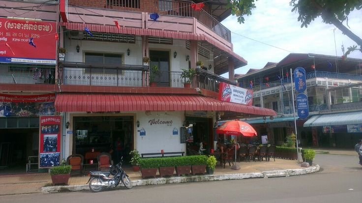 Mekong Crossing Restaurant And Pub in Kampong Cham, Kampong Cham