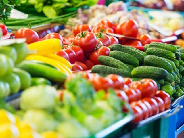 Franse supermarkten zijn nu verplicht om onverkocht voedsel aan de armen te geven.