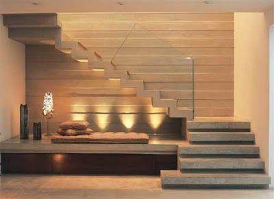 Superbe escalier avec une luminosité tamisée...