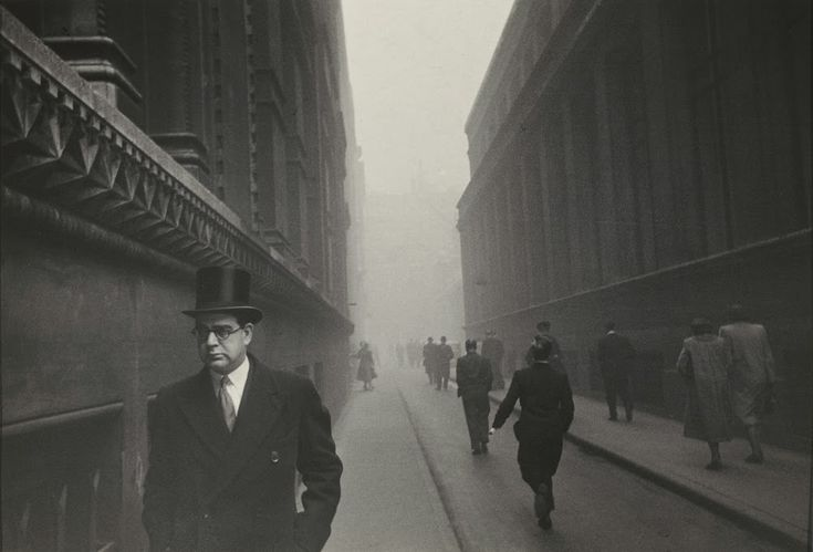 Never-before-seen Black and White Photographs of London in the Early 1950s Robert Frank continually returned to Europe from his new home in New York to take photographs in France, Switzerland, Spain, and Great Britain, photographs that show the development of his uniquely humanist, poetic, and realist eye.