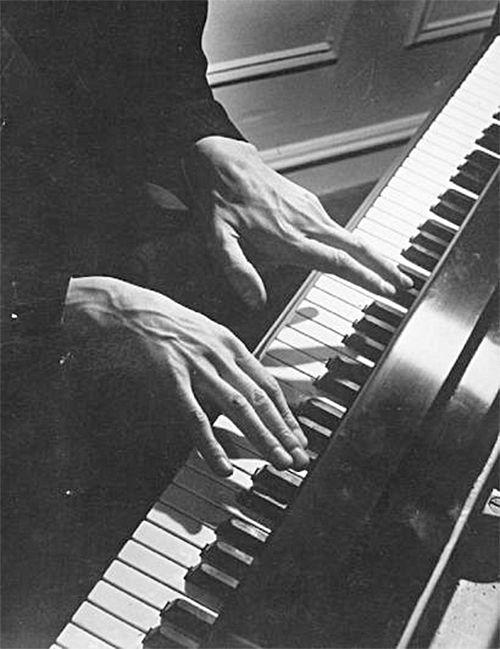 wonderfulambiguity:    Alexander Brailowsky, Les mains, ca. 1930 Love his veiny hands! My goal.....