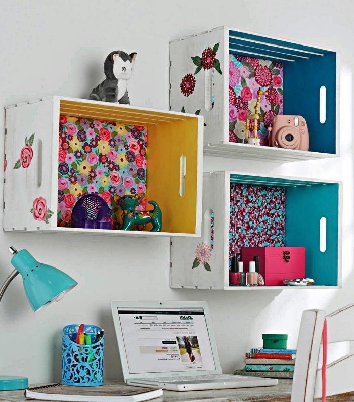 Idee Organiseur De Bureau A Faire Soi Meme Etagere Deco Fond De Papier Peint Imprime Fleurs Deco De Bureau En 2020 Caisse Bois Idees De Decor Idee Deco Bureau