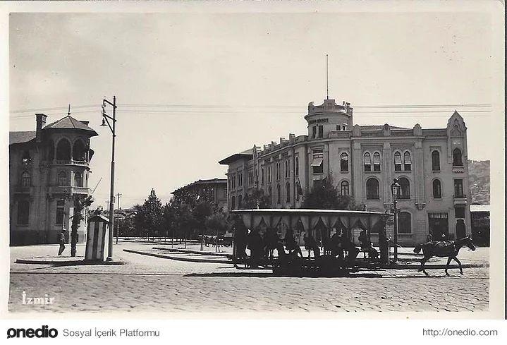 35 Fotoğrafla İzmir'in Tarihin Derinliklerinde Kalan Şaşırtıcı Görünümü
