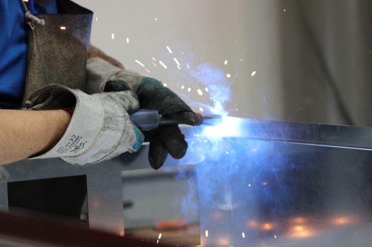 En Lasertall utilizamos técnicas de soldadura industrial especializada. Realizamos trabajos sobre hierro, acero inoxidable y otras aleaciones. Soldamos sus piezas mediante distintos sistemas de soldadura:  Soldadura TIG Soldadura MIG Soldadura por puntos de resistencia eléctrica  Para mas información; entra en nuestra web. http://www.lasertall.com/