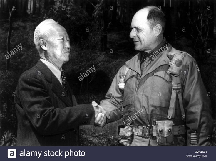 Korean War, General Ridgway, commander-in-chief of the United Nations forces, with President Syngman Rhee