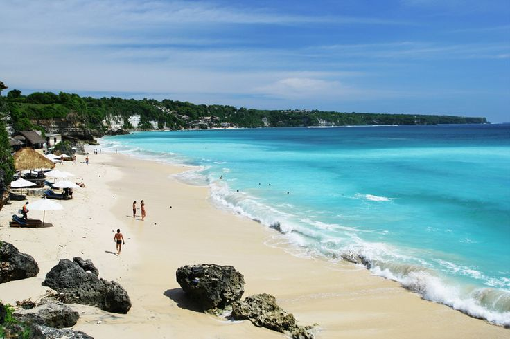 Dreamland beach is a very beautiful place, located in the south of Bali in the area that called Pecatu, near Uluwatu. Dreamland beach surrounded by high cliffs and many coral reefs around the beach. Dreamland beach is one of the most beautiful beach in Bali.